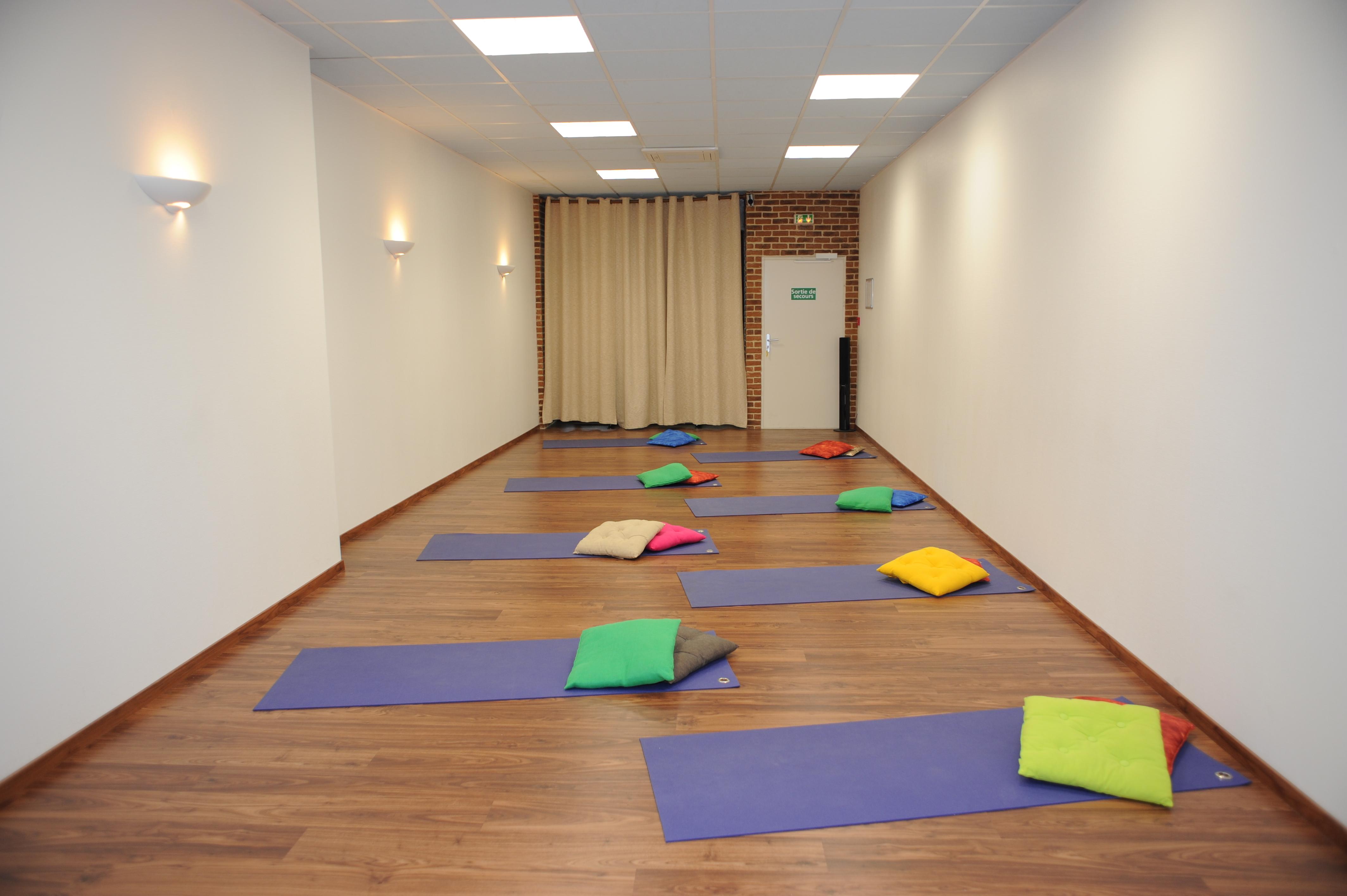 Location d une salle de yoga relaxation m ditation for Salle de relaxation