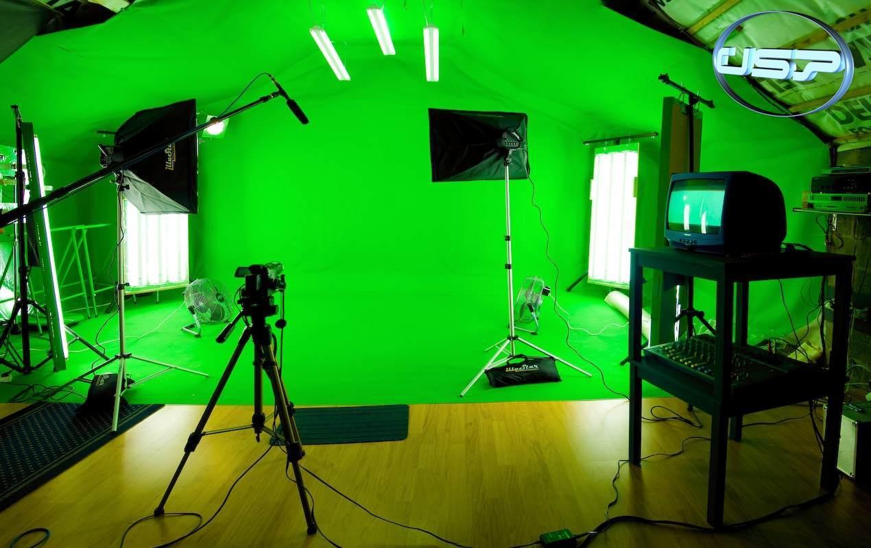studio fond vert bleu location chromakey green screen reportage videoclip incrustation li ge. Black Bedroom Furniture Sets. Home Design Ideas
